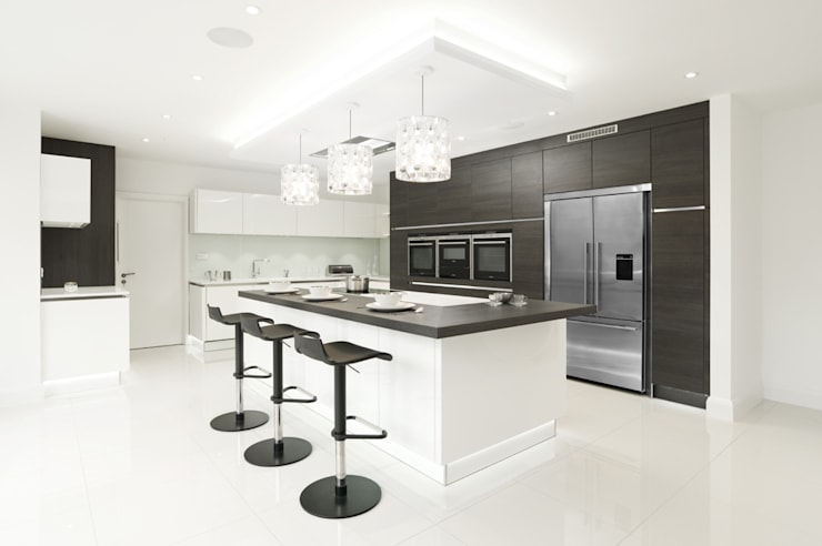 Urban Theme Terra Oak and White Gloss:  Kitchen by Urban Myth