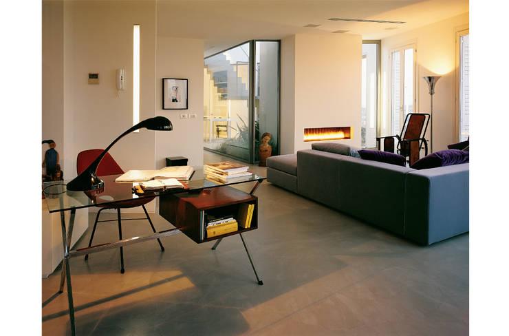 Soggiorno : Soggiorno in stile  di 8&A Architetti