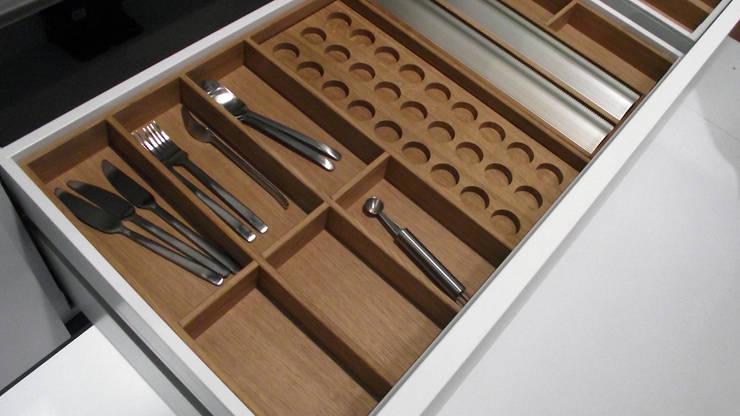 Besteckeinsatz aus Eiche:  Küche von stratmann Individuelle Besteckeinsätze