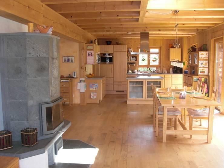 Haus S: klassische Esszimmer von Laifer Holzsysteme
