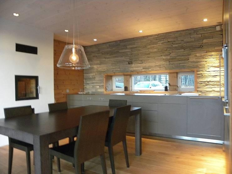 Kitchen Cocinas de estilo rústico de Gullaksen Architects Rústico