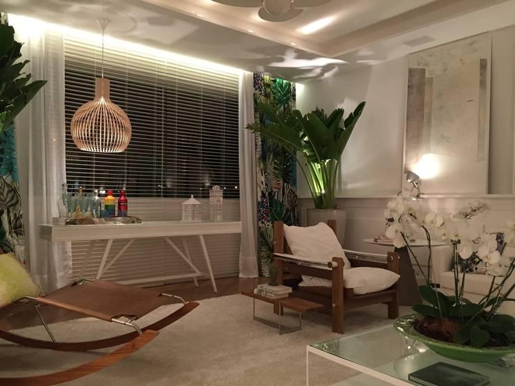 Projekty,  Salon zaprojektowane przez Rodrigo Maia Arquitetura + Design