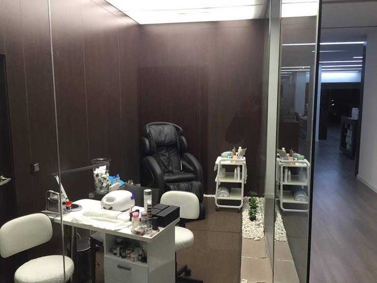 Centro de estética Desiree Beauty: Hogar de estilo  de Casada Health & Beauty