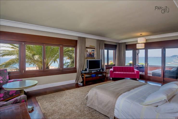 Dormitorios de estilo  por Hansen Properties