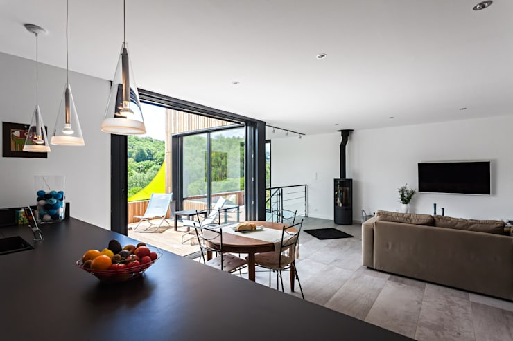 Salas de jantar modernas por Hugues TOURNIER Architecte