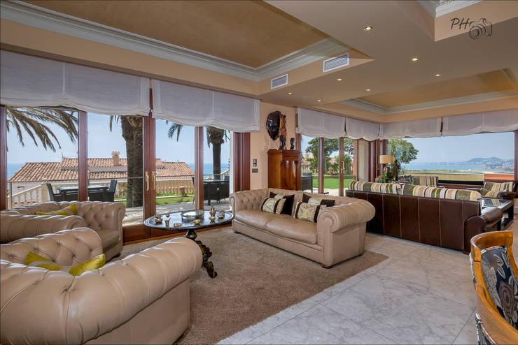 Livings de estilo  por Hansen Properties