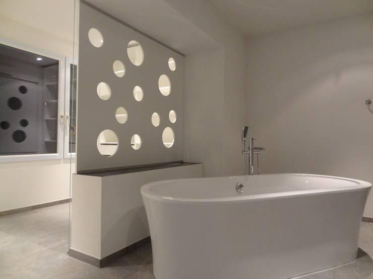 Baños de estilo  por Lallerdesign