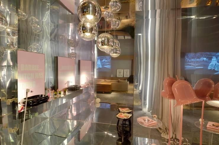 Casa Cor Ceará 2011: Banheiros  por Rodrigo Maia Arquitetura + Design