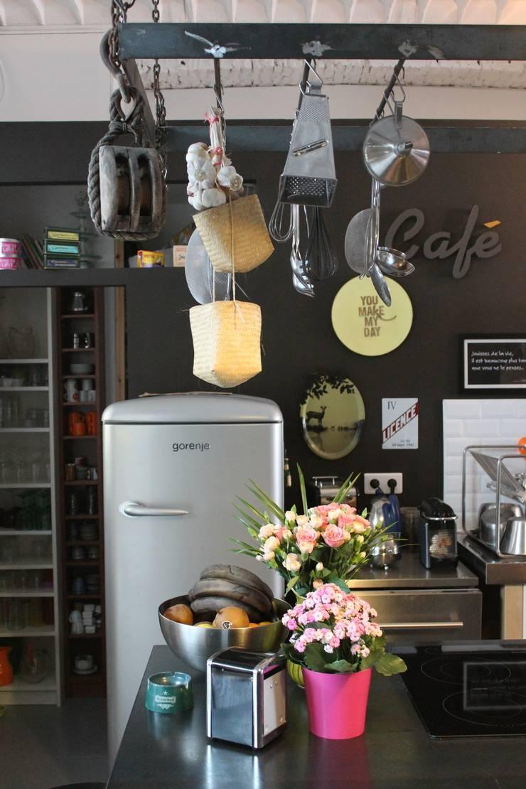 Loft Bordeaux: Cuisine de style  par Marie Dumora