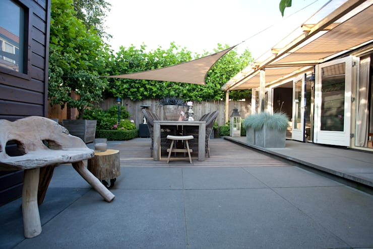 Stoere achtertuin:  Tuin door Mocking Hoveniers