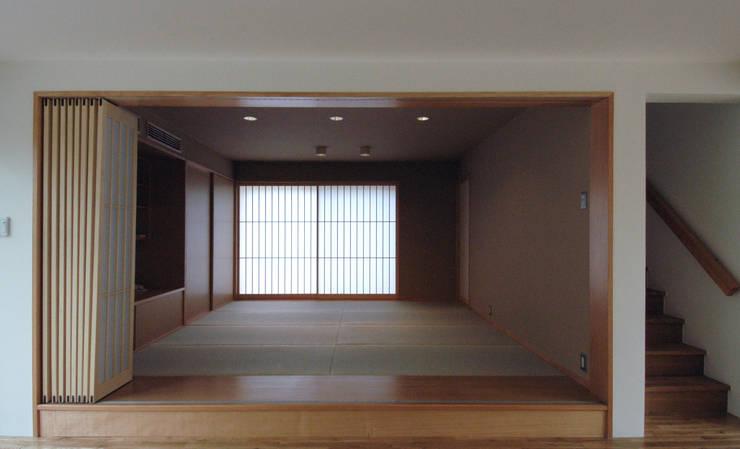 M邸: 長谷雄聖建築設計事務所が手掛けた和室です。