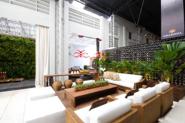 Projeto 1: Terraços  por Monica Rio Verde Paisagismo,Moderno
