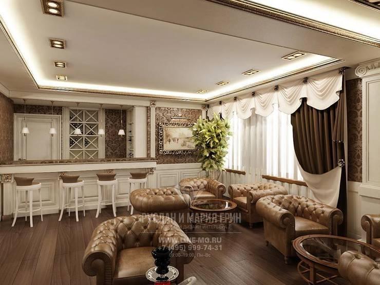 Вид на мини-бар в лаунж-зоне отеля: Гостиницы в . Автор – Студия дизайна интерьера Руслана и Марии Грин, Классический