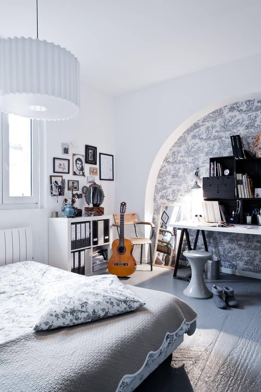 Loft Bordeaux: Chambre de style  par Marie Dumora