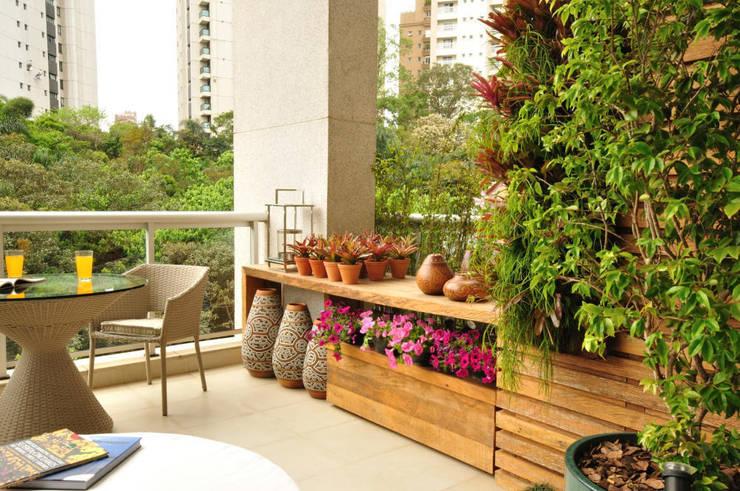 Projekty,  Taras zaprojektowane przez Eduardo Luppi Paisagismo Ltda.