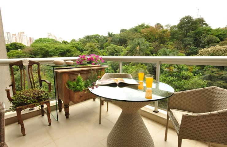 Terrace by Eduardo Luppi Paisagismo Ltda.