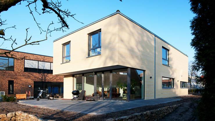 Außenansicht: moderne Häuser von w+p architekten