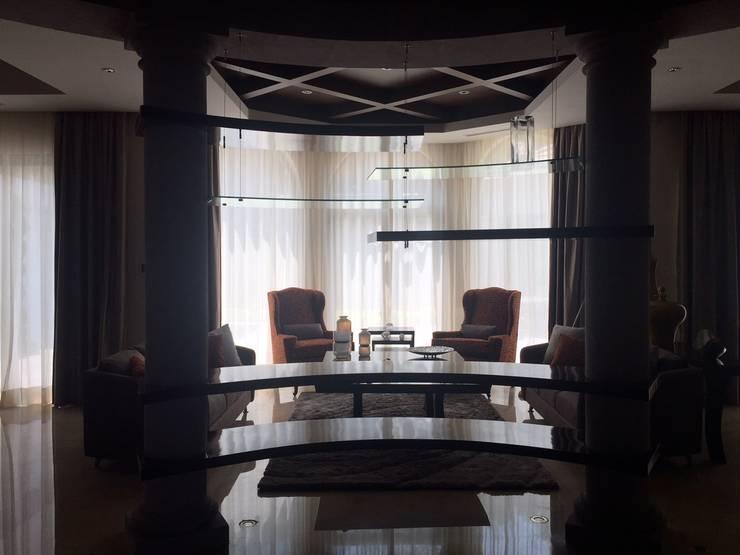 Sala: Salas de estilo  por INTERIORISMO MG