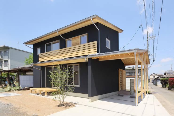 บ้านและที่อยู่อาศัย by 芦田成人建築設計事務所