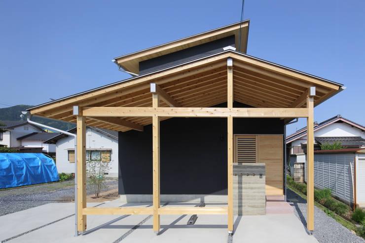 Casas de estilo  por 芦田成人建築設計事務所