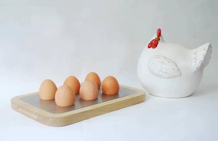Planche à oeufs - éco-design - La Cocotte  - : Cuisine de style  par Studio OPEN DESIGN