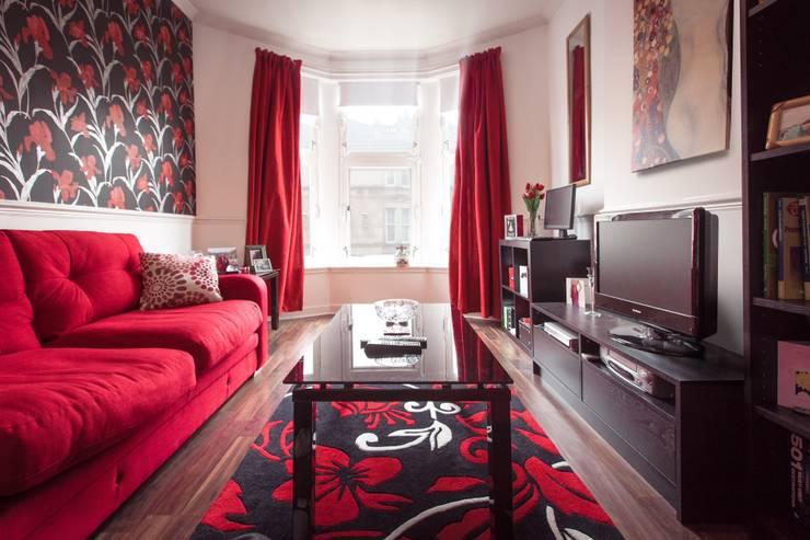 ห้องนั่งเล่น by Casa Colori