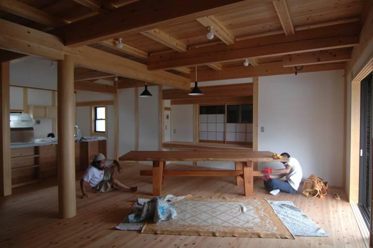 家具の搬入/組み立て: 中村茂史一級建築士事務所が手掛けたダイニングです。,