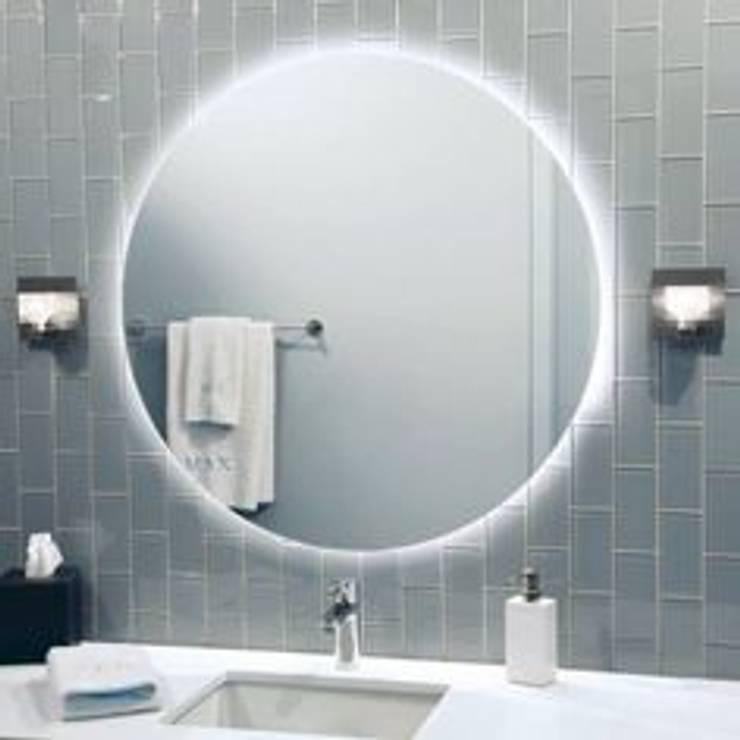 Espejo redondo iluminación led : Baños de estilo  por Oikos Design