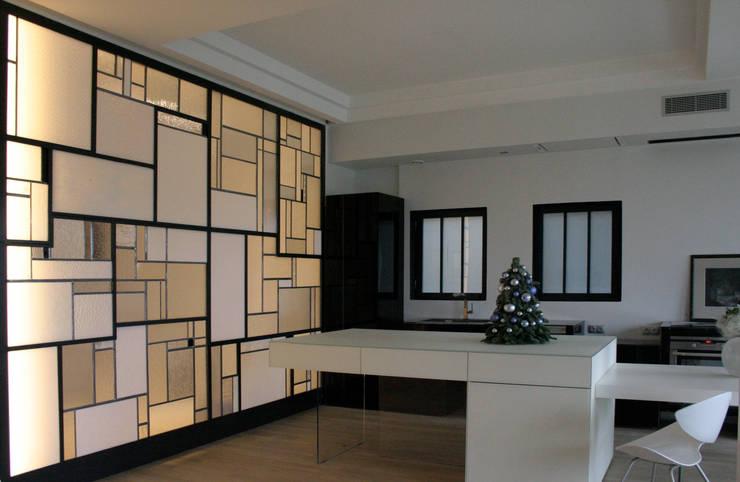 """""""Équilibre"""" cloison Créative lumineuse ON-ME - Ambiance coté cuisine 03: Cuisine de style de style Moderne par ON-ME"""