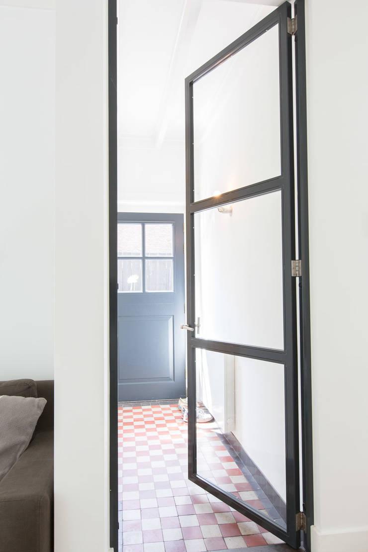 Woonhuis Laren:  Gang en hal door ontwerpplek, interieurarchitectuur, Modern