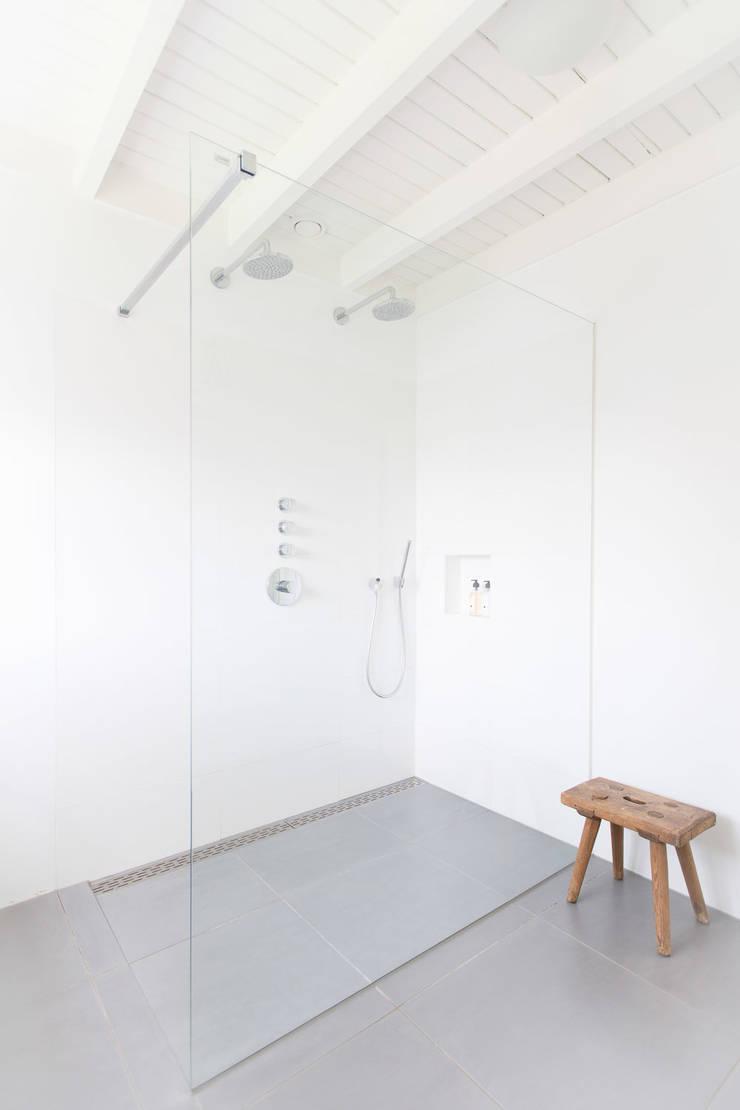 Woonhuis Laren:  Badkamer door ontwerpplek, interieurarchitectuur, Modern