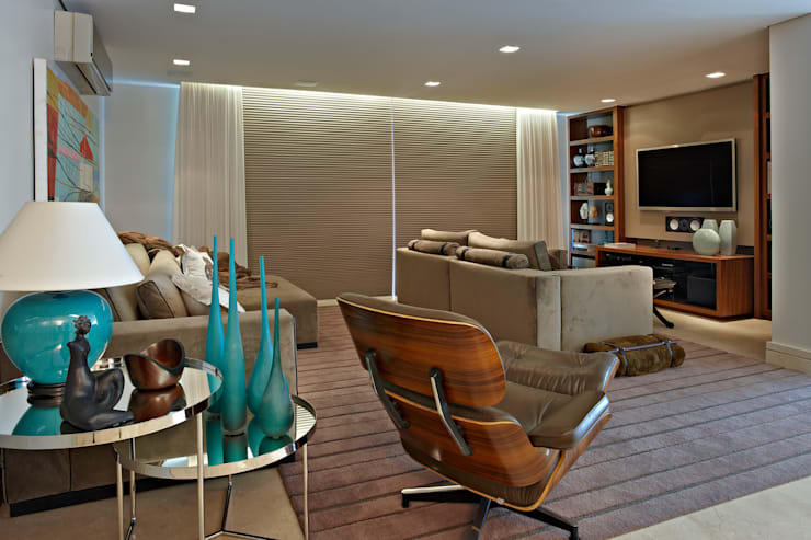 Salas / recibidores de estilo moderno por Gláucia Britto