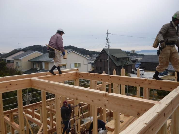 棟上げ: 鈴木住建が手掛けたガレージです。