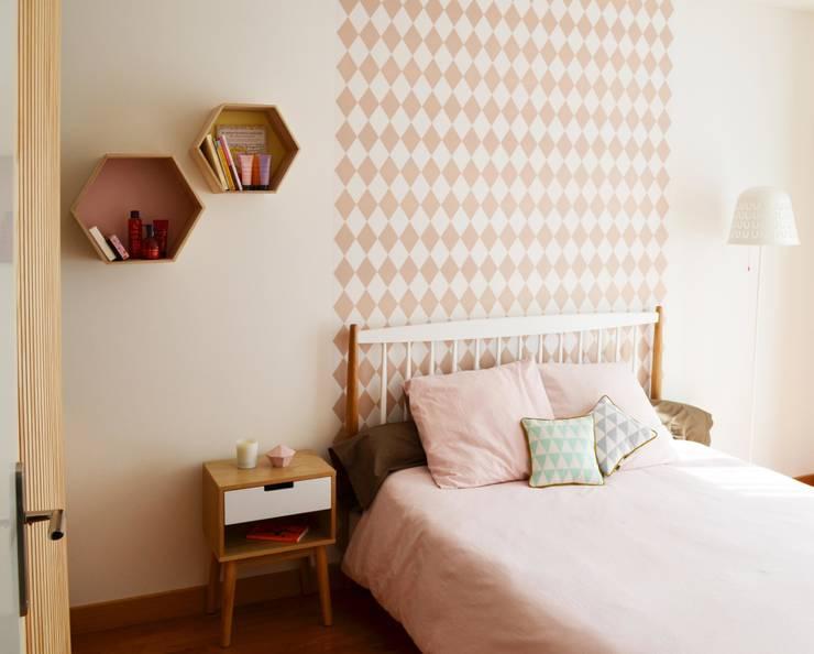 Dormitorios de estilo  por Sandrine Carré