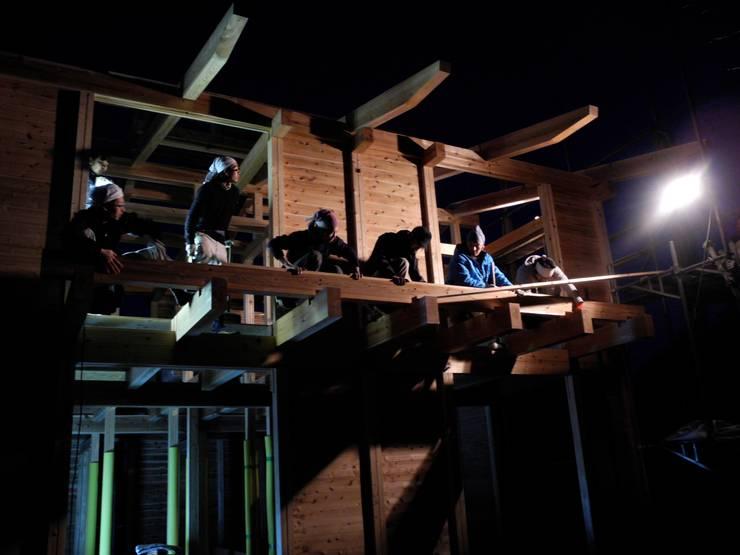 棟上げ風景5: 中村茂史一級建築士事務所が手掛けた家です。