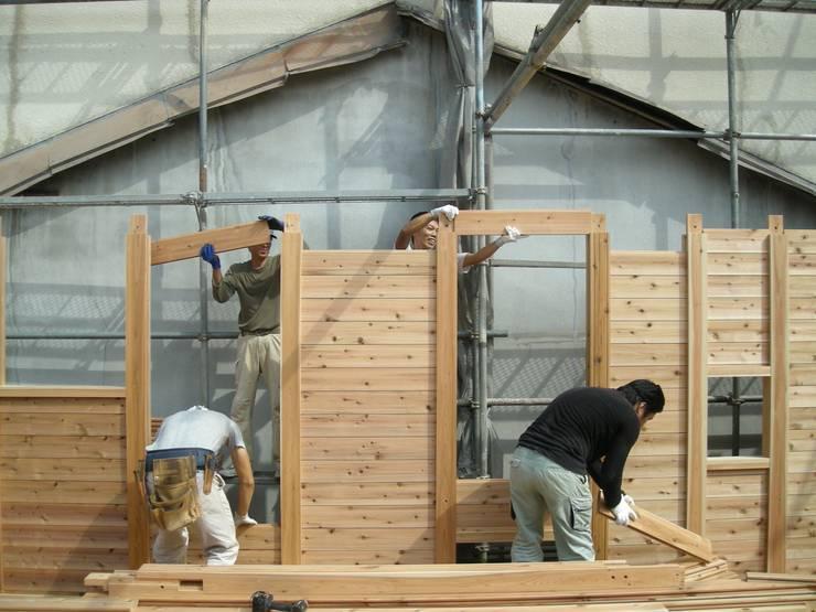 落とし板の施工: 中村茂史一級建築士事務所が手掛けた家です。