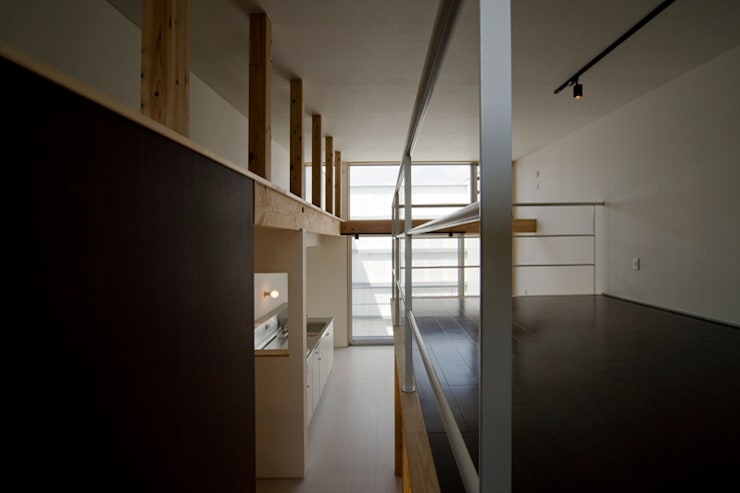 sora モダンスタイルの 玄関&廊下&階段 の 一級建築士事務所 感共ラボの森 モダン