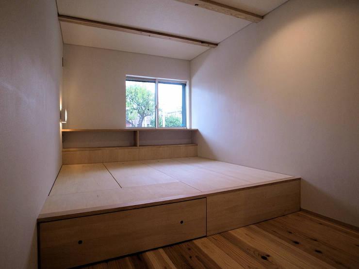 そらまどのいえ 寝室: 【快適健康環境+Design】森建築設計が手掛けた寝室です。