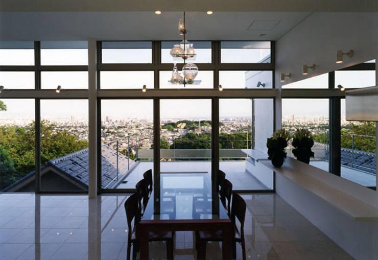 展望テラス: 大塚高史建築設計事務所が手掛けたテラス・ベランダです。