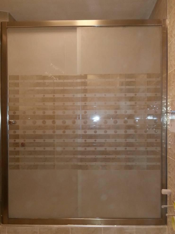 BALKAN BANYO  – inox profilli desenli duşakabin:  tarz