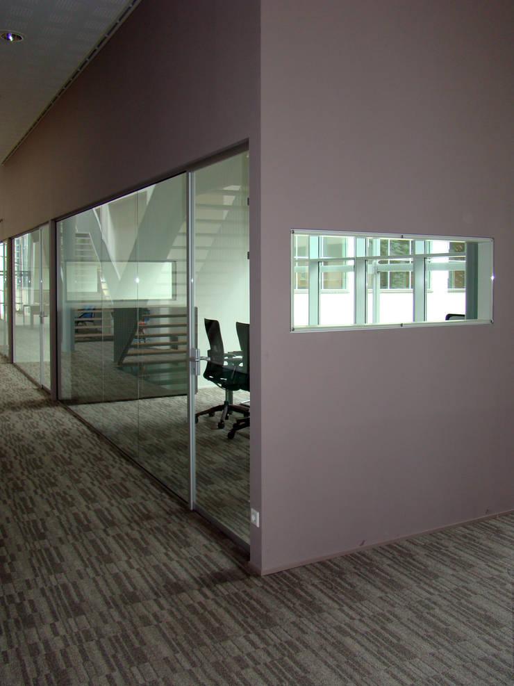 Overzichtelijke kantoorindeling:  Kantoorgebouwen door Buys Glas, Modern