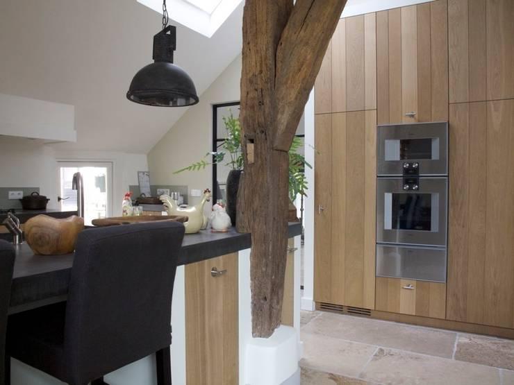 Eetkeuken:  Keuken door Frank Loor Architect