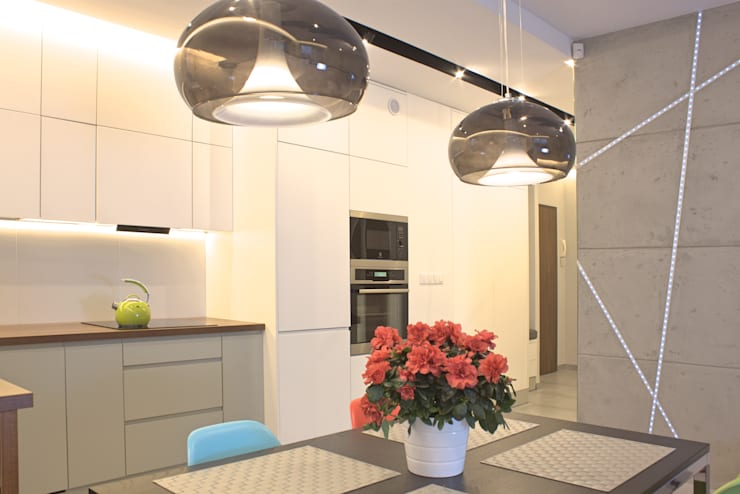 Mieszkanie 56 m² w Ząbkach pod Warszawą / Jadalnia: styl , w kategorii Jadalnia zaprojektowany przez Sceneria