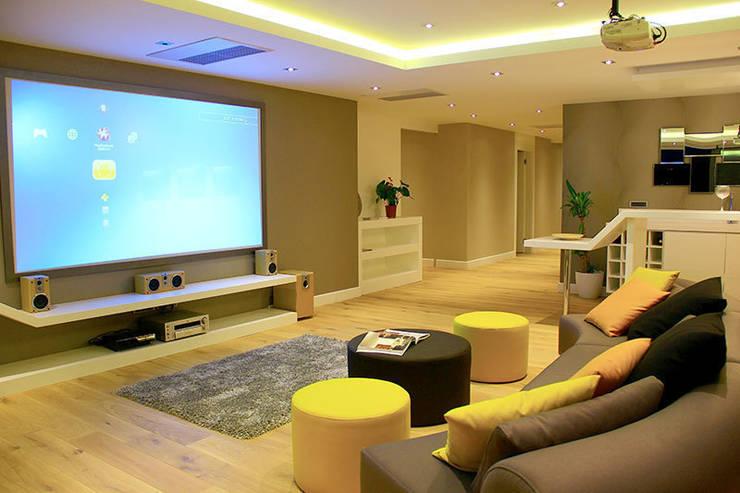 ARTHUR&MILLER – ZEN BODRUM: modern tarz Multimedya Odası