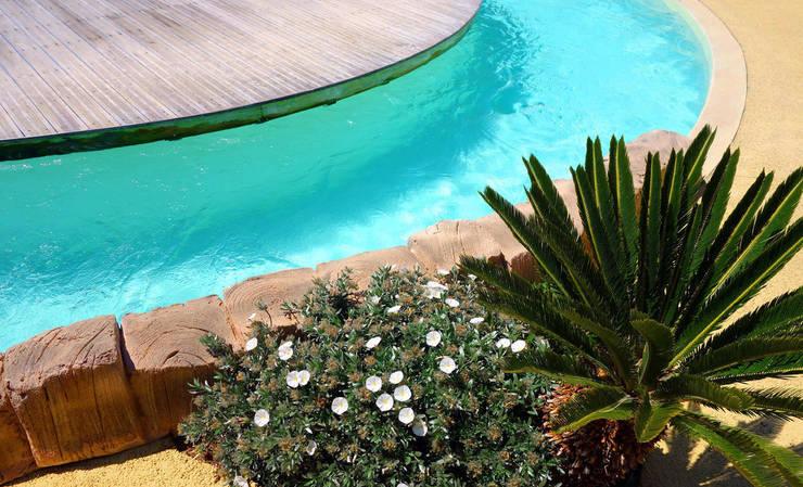 Piscina color verde caribe RENOLIT ALKORPLAN3000: Piscinas de estilo  de RENOLIT Ibérica