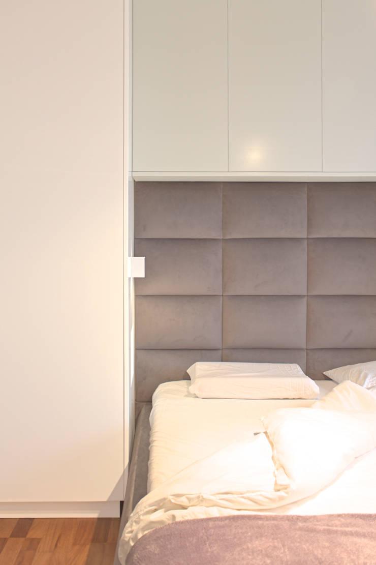 Mieszkanie 56 m² w Ząbkach pod Warszawą / Sypialnia: styl , w kategorii Sypialnia zaprojektowany przez Sceneria
