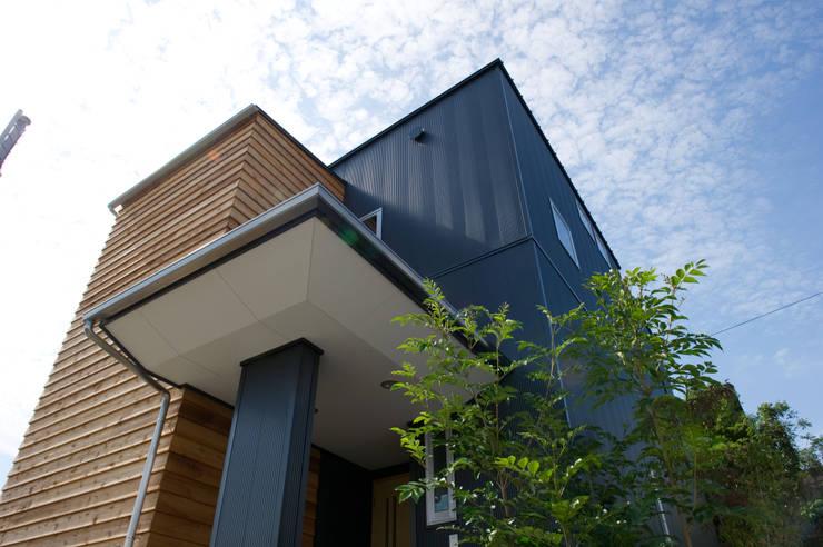 さまざまの居所のある住まい: m+h建築設計スタジオが手掛けた家です。