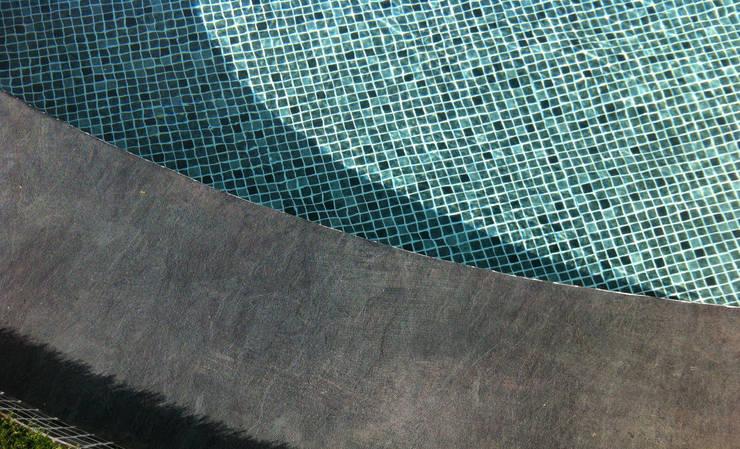 Piscina color Persia Negro RENOLIT ALKORPLAN3000: Piscinas de estilo  de RENOLIT Ibérica