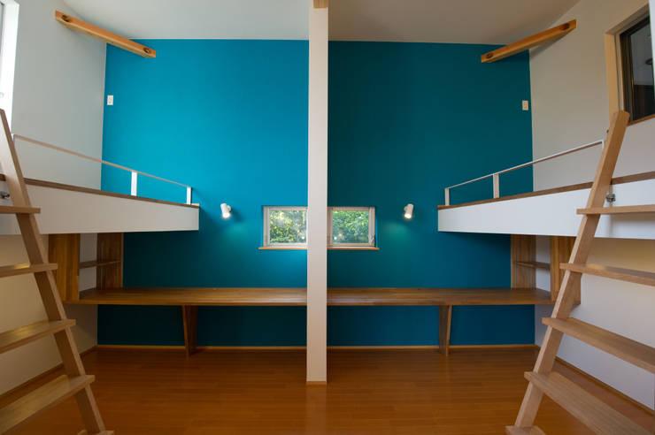 さまざまの居所のある住まい: m+h建築設計スタジオが手掛けた子供部屋です。