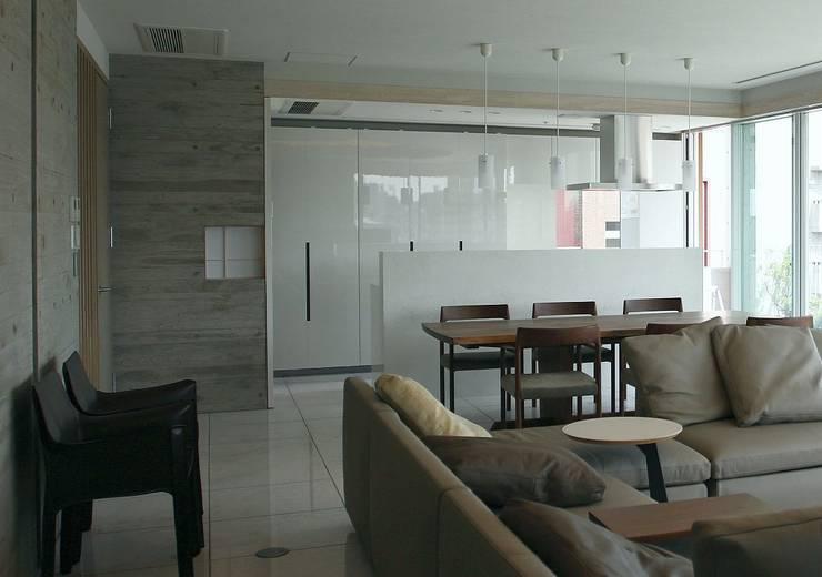 9階ダイニングキッチン: 松田靖弘建築設計室が手掛けたダイニングです。